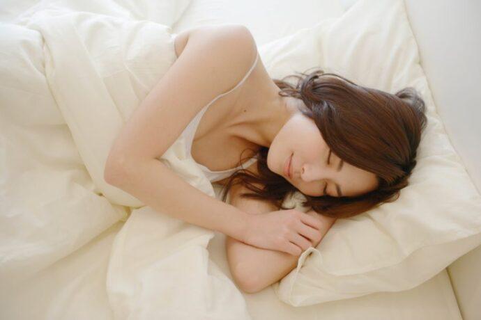 骨盤の歪みをリセットして快眠へ!寝る前の10分ストレッチ8選