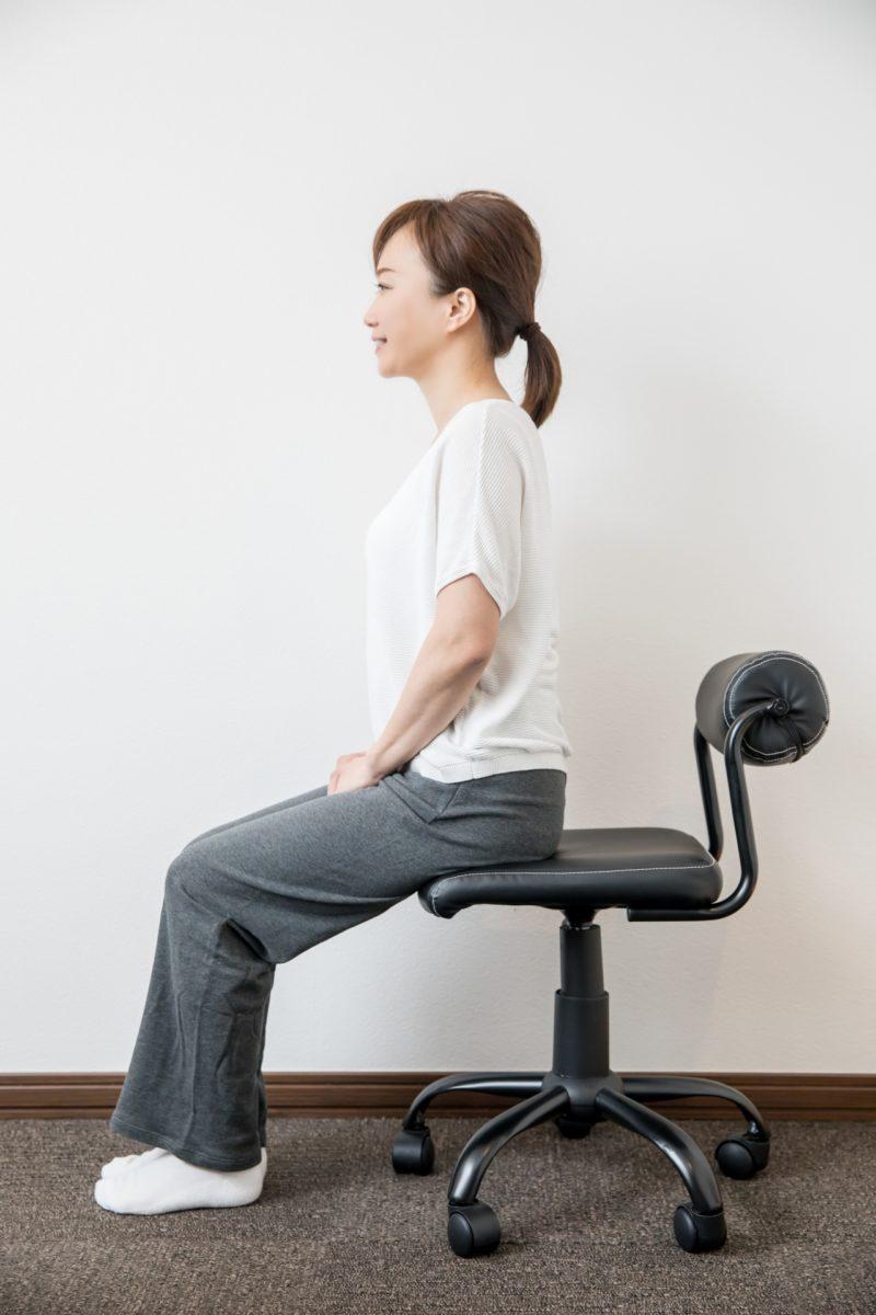 腰痛知らずの正しい姿勢で座るために