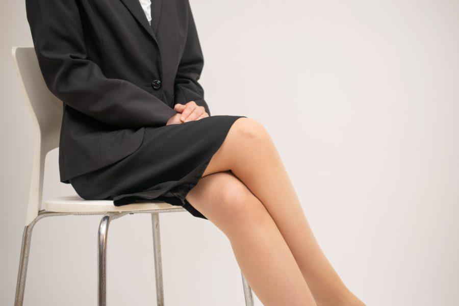 骨盤がゆがむ理由:脚を組む