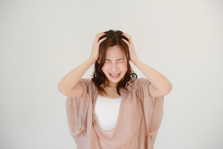 辛い片頭痛……その原因と対処法は?