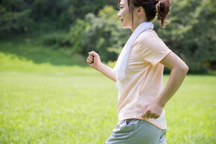 春から始めるウォーキング!骨盤から姿勢を整えて歩けば効果UP